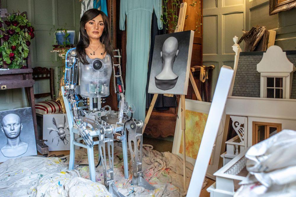 """Structure robotique d'Ai-Da dans son """"atelier"""""""